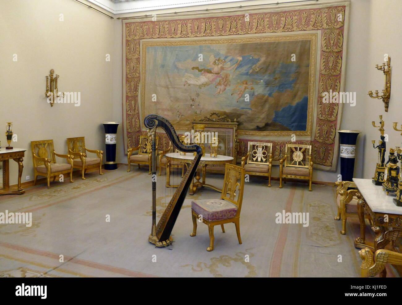 Sala da disegno del Tsar Nicholas II presso il palazzo d\'inverno ...
