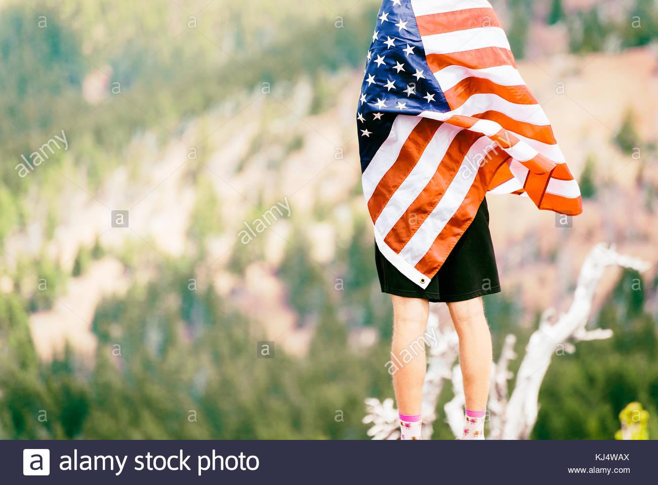 Avvolto in una bandiera americana Immagini Stock