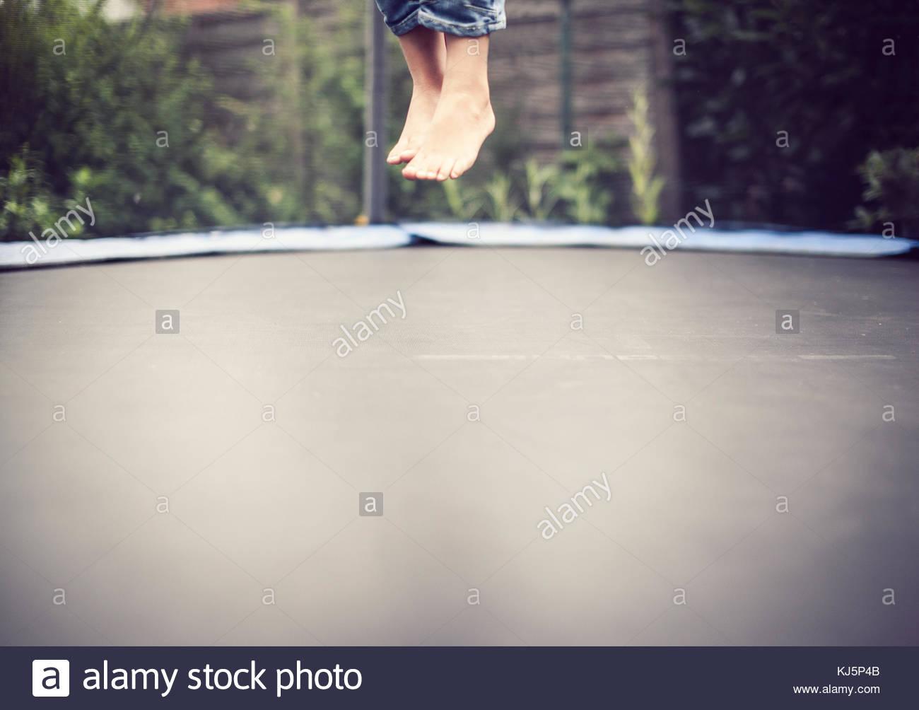 Trampolino di salto dei piedi Immagini Stock