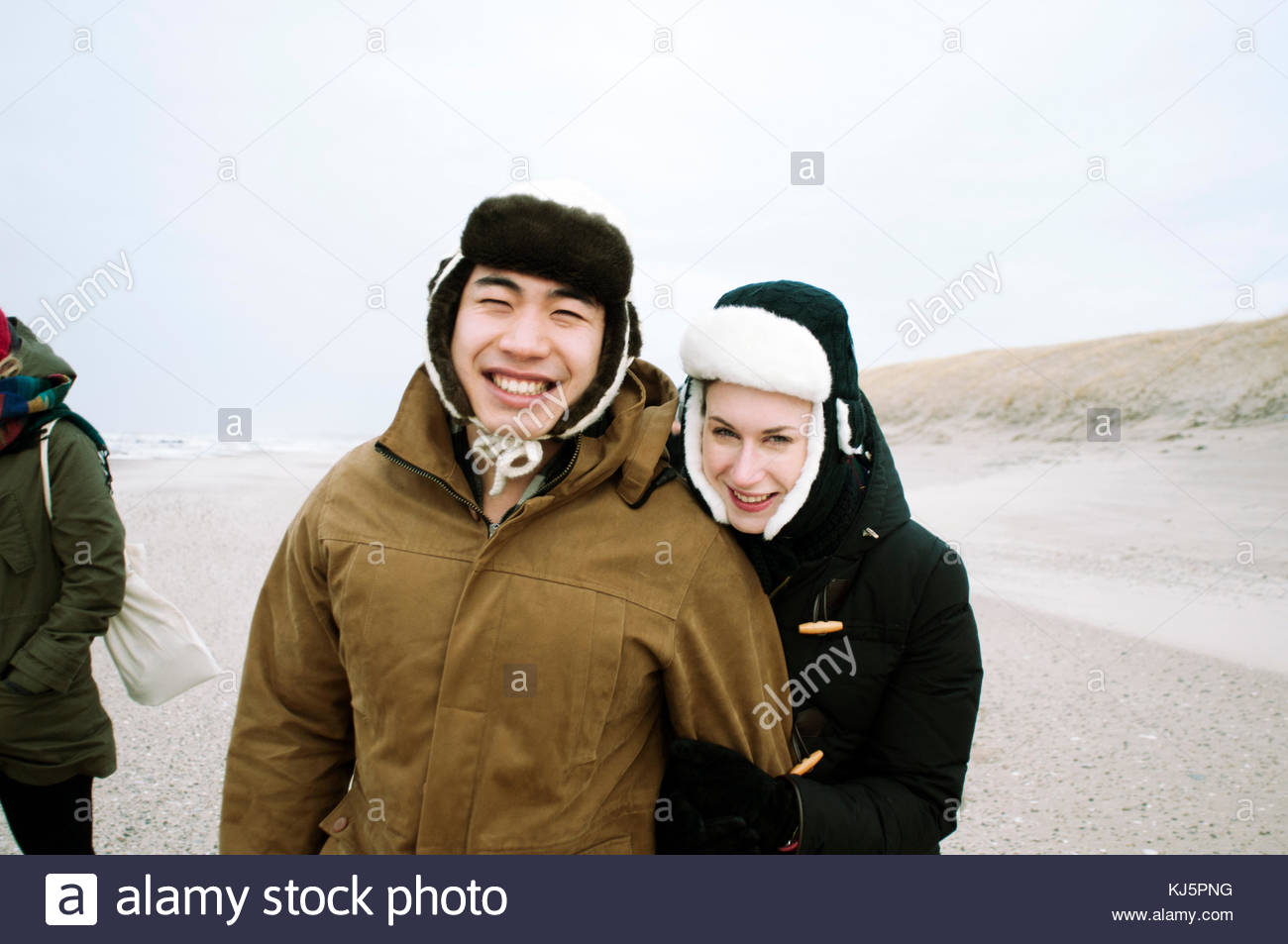 Coppia felice in abbigliamento invernale Immagini Stock