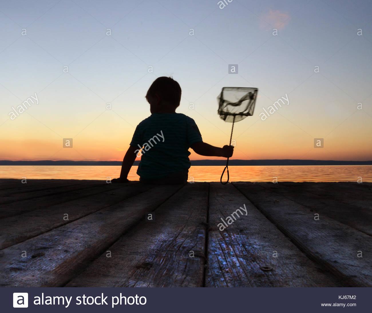 Bambino con landing net Immagini Stock