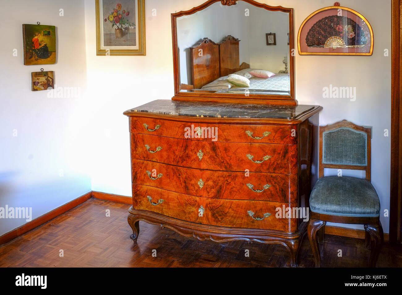 Credenza Per Camera Da Letto : Camera da letto credenza con specchio di lusso sulla cima un