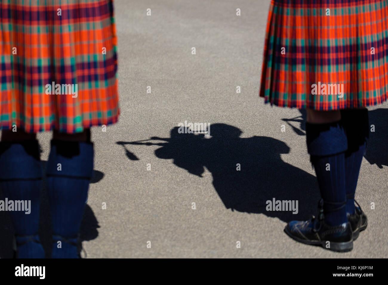 Ombra di un uomo che indossa un kilt e riproduzione di cornamuse Foto Stock