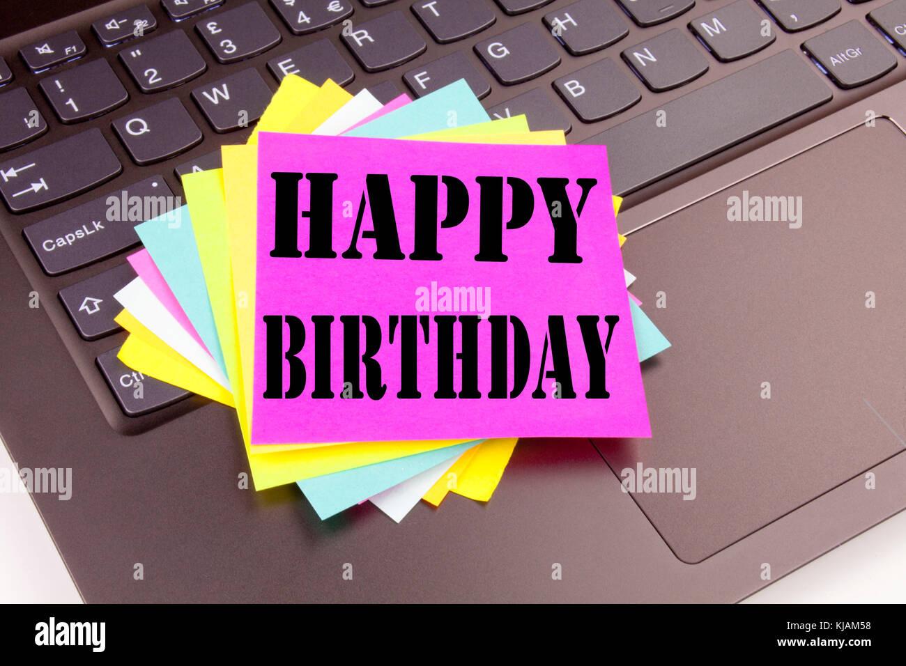 Anniversario Ufficio : La scrittura di buon compleanno testo made in ufficio close up sul