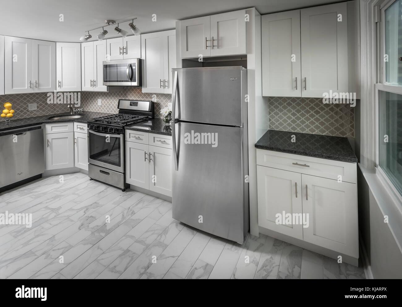Vuoto vacante in cucina nella piccola casa residenziale Immagini Stock