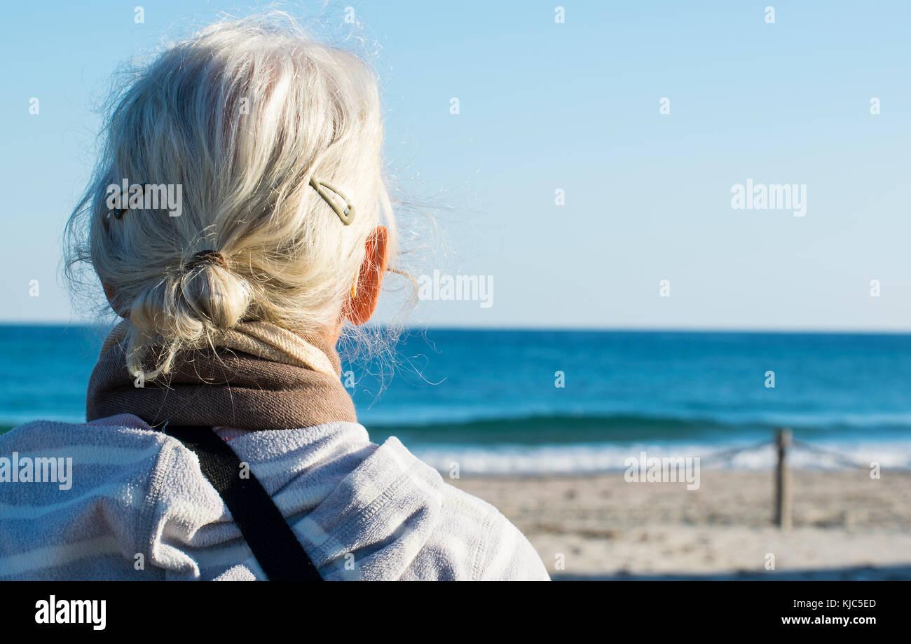 Signora matura in vacanza in Spagna Foto Stock