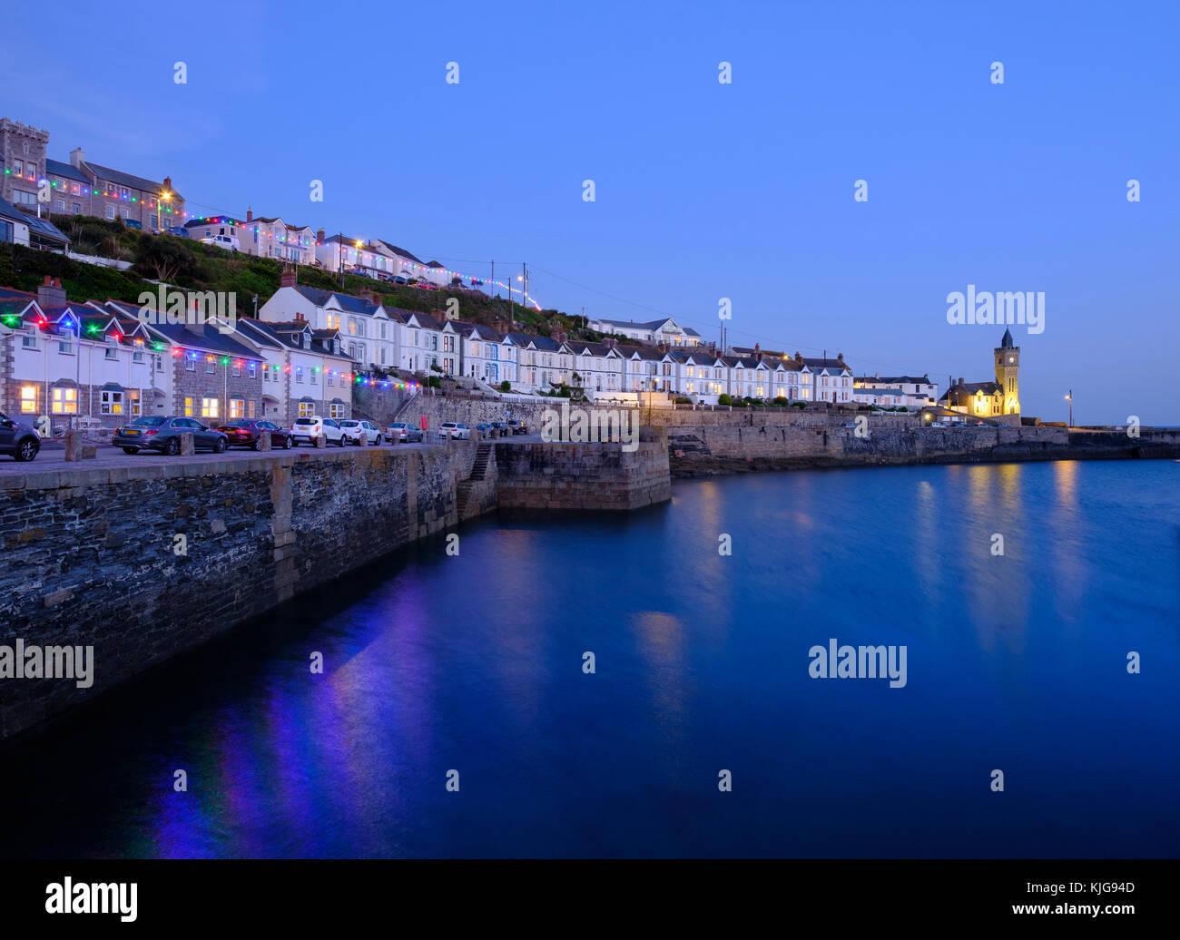 Abenddämmerung, Porthleven, Cornwall, Inghilterra, Großbritannien Immagini Stock