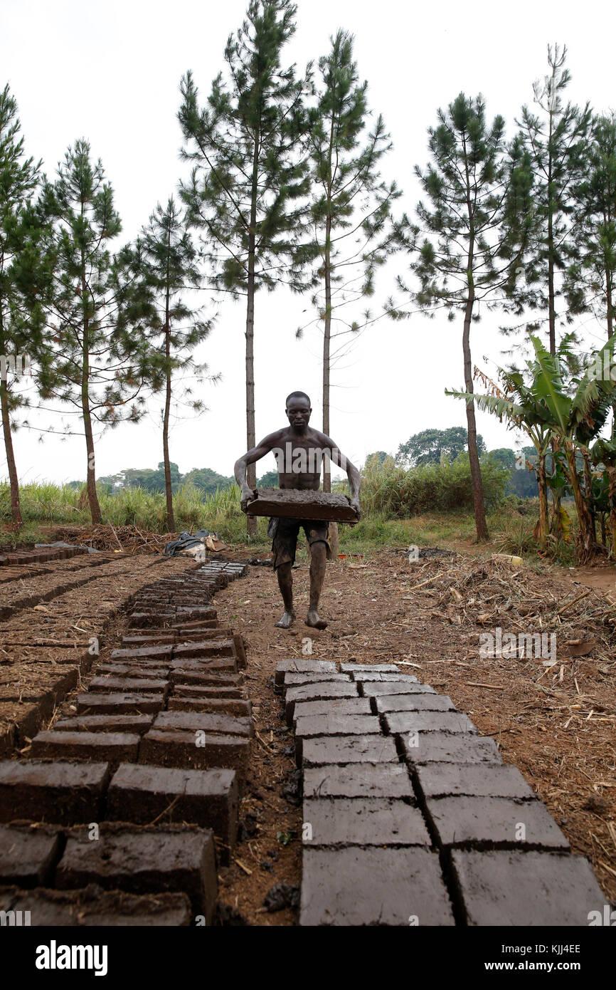 Fabbrica di mattoni. Uganda Immagini Stock