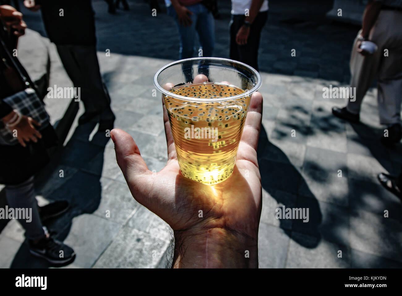 Ashura. gratuito bevande iraniano che abbiamo ricevuto gratuitamente in Tehran Immagini Stock