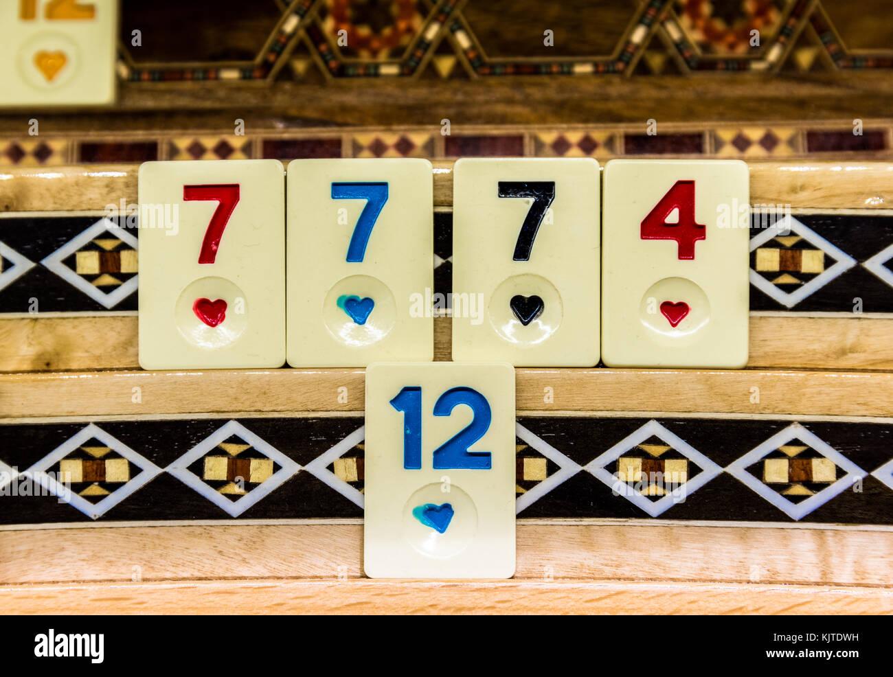 Set di pezzi di un gioco da tavolo chiamato okey è una piastrella