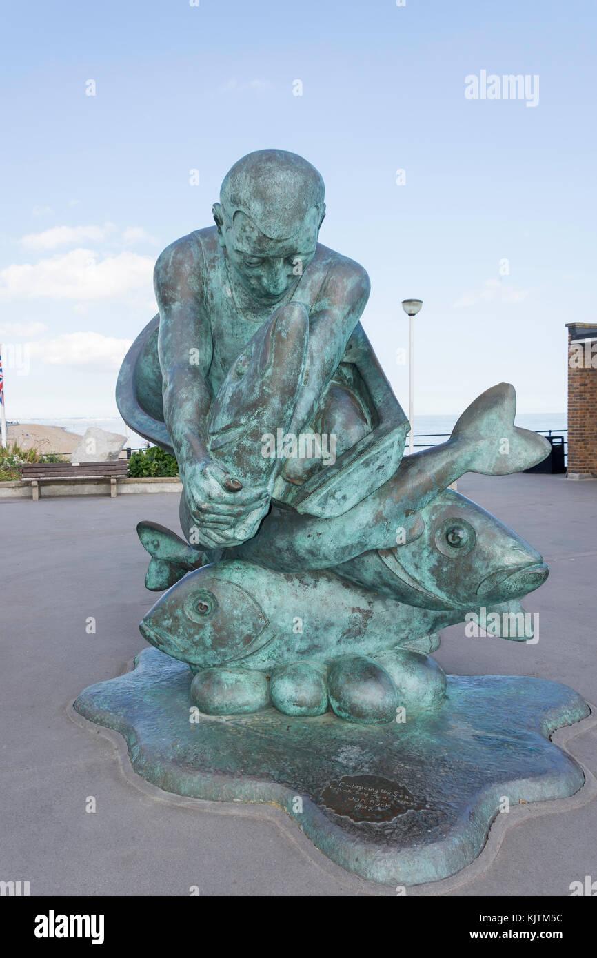 """""""Abbracciando il mare"""" scultura e trattare Pier, trattare, Kent, England, Regno Unito Immagini Stock"""
