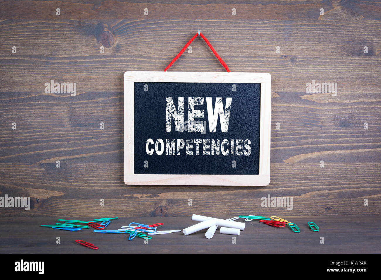 Nuove competenze. Il successo del business e del servizio al cliente. Chalkboard su uno sfondo di legno Immagini Stock
