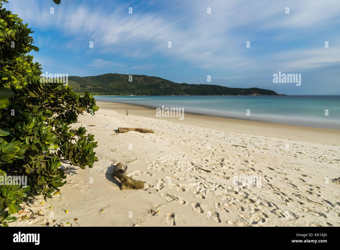 Una lunga esposizione Lopes Mendes Beach in Ilha Grande a sud di Rio de Immagini Stock