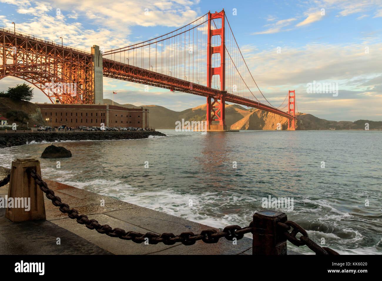 Il Ponte Golden Gate e la catena collegamento recinto. Immagini Stock