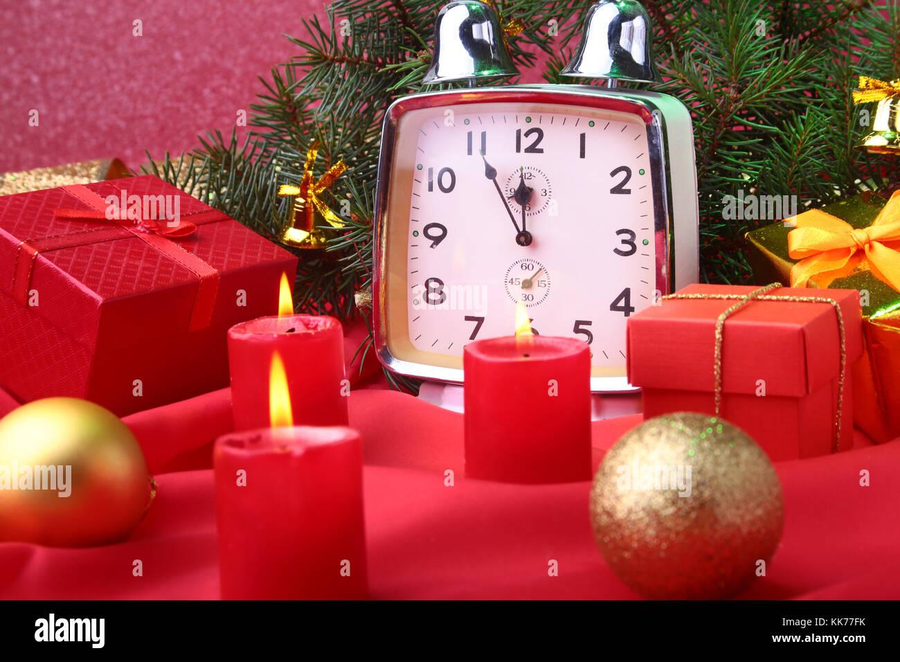 Decorare Candele Di Natale : Natale orologio vintage e candele nuovo anno di decorazione con