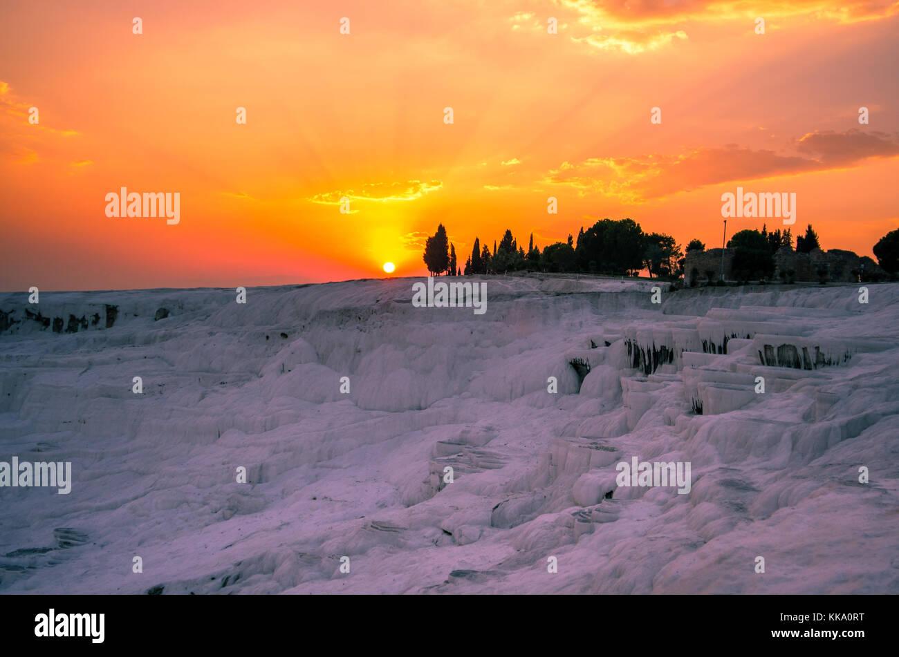 Rosa tramonto su Pamukkale, Turchia Foto Stock