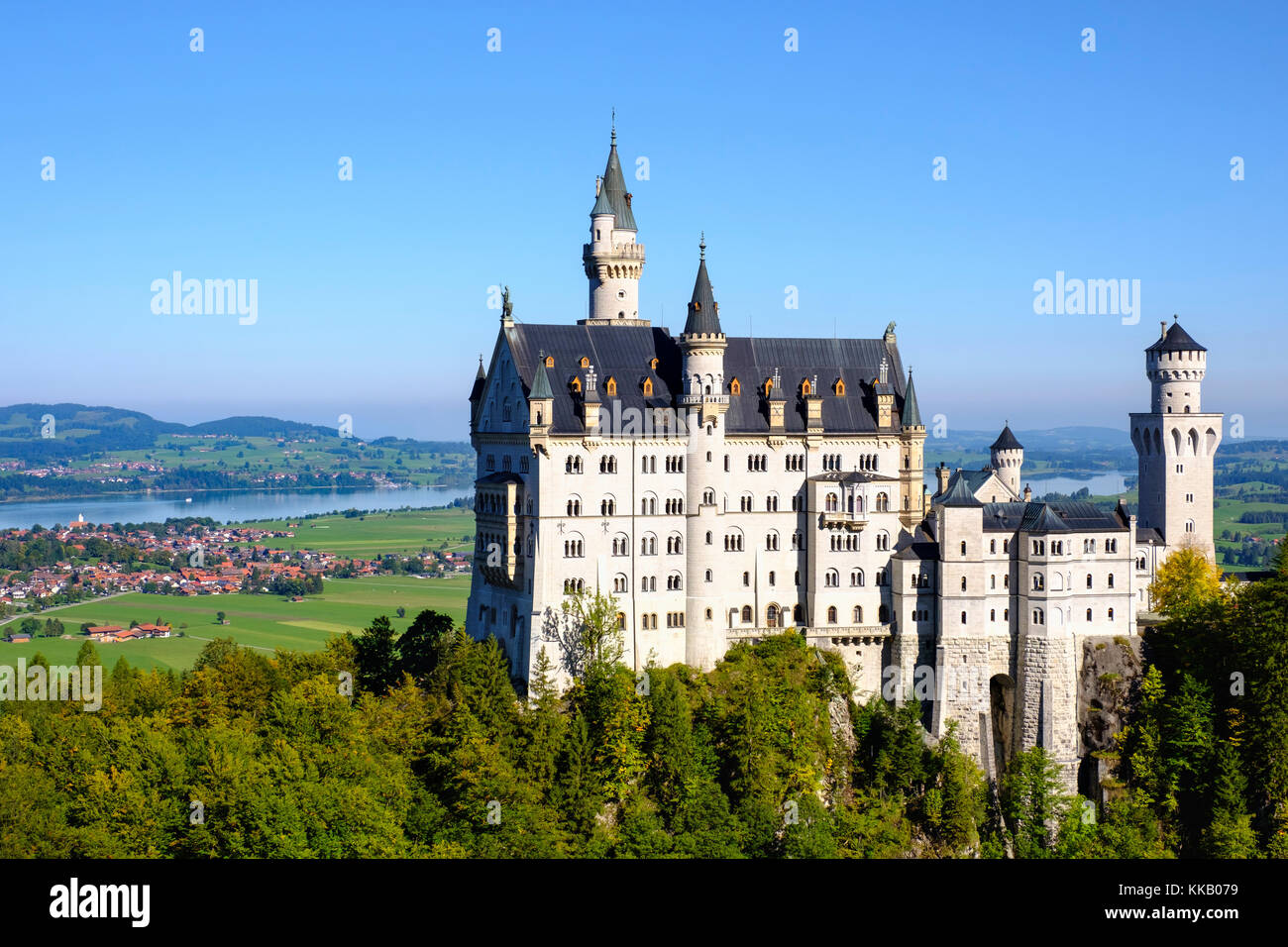 Il castello di Neuschwanstein, nel retro forggensee, Schwangau, königswinkel, ostallgäu, Algovia, Svevia, Immagini Stock