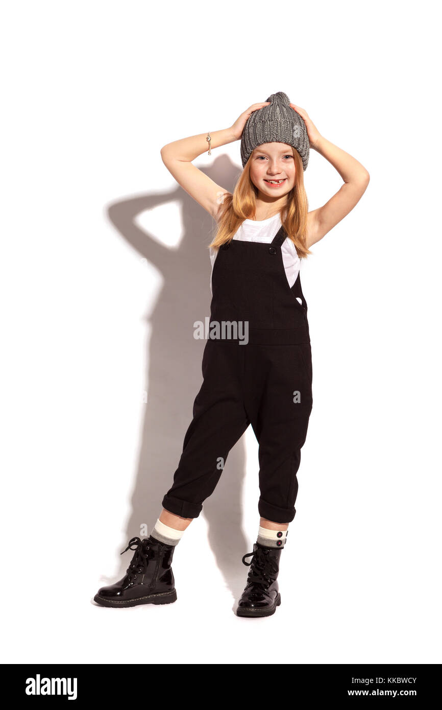 Bambina in generale scuro su sfondo bianco Immagini Stock