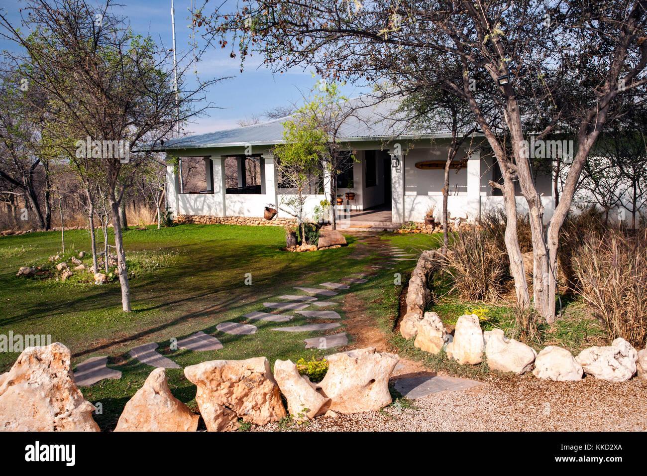 Area di ricevimento a tamboti campeggio di lusso, onguma Game Reserve, Namibia, Africa Foto Stock