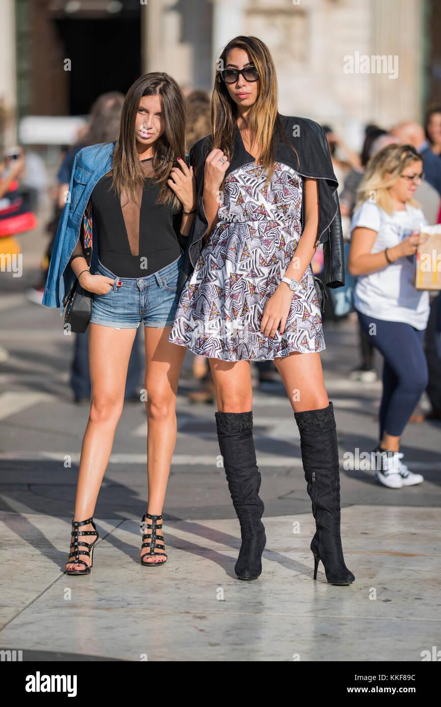 ... 22 settembre 2017  la donna con un look alla moda 7026e9f3cac