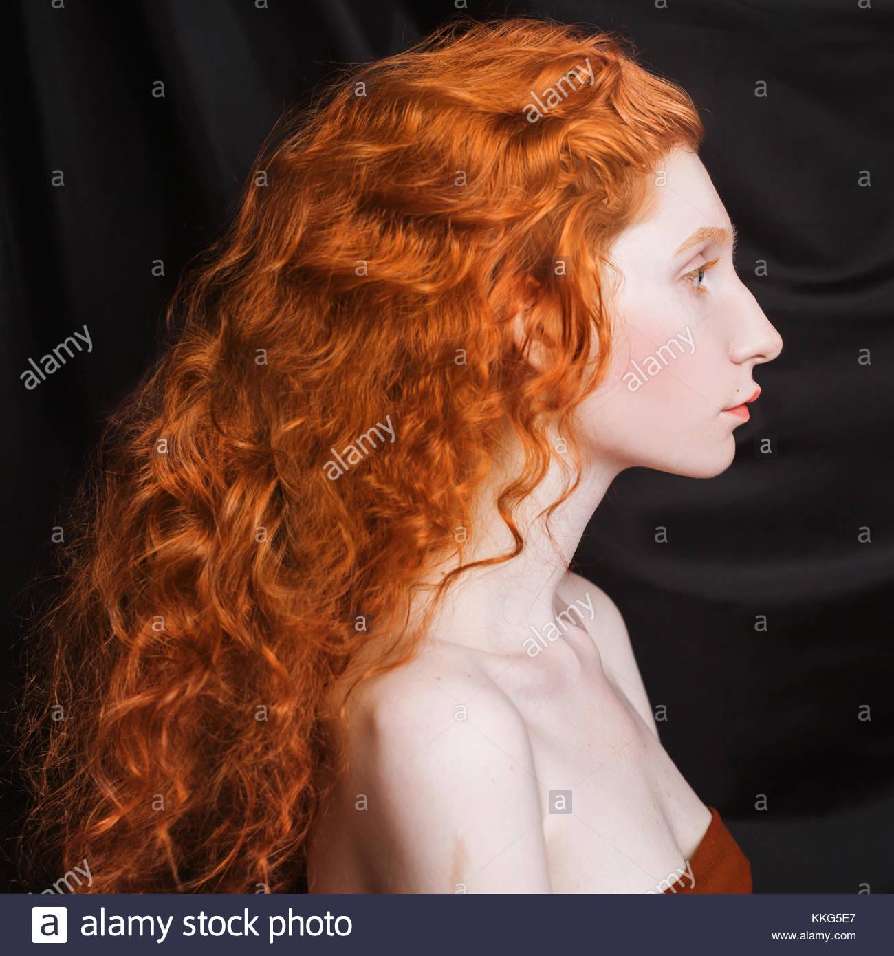 Ragazza coi capelli rossi femminile