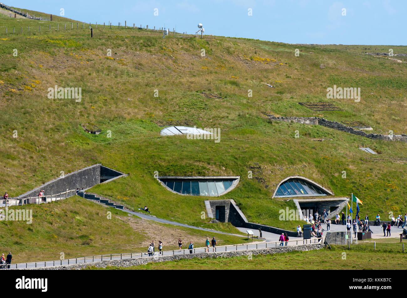 Centro visitatori delle scogliere di Moher, County Clare, Irlanda Immagini Stock
