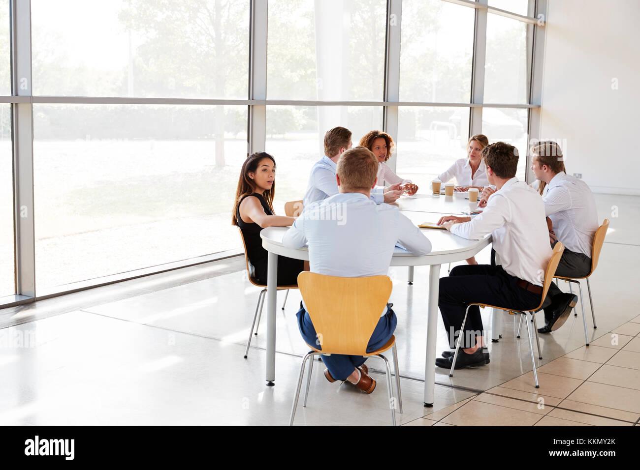 Giovani professionisti nella riunione del team Immagini Stock