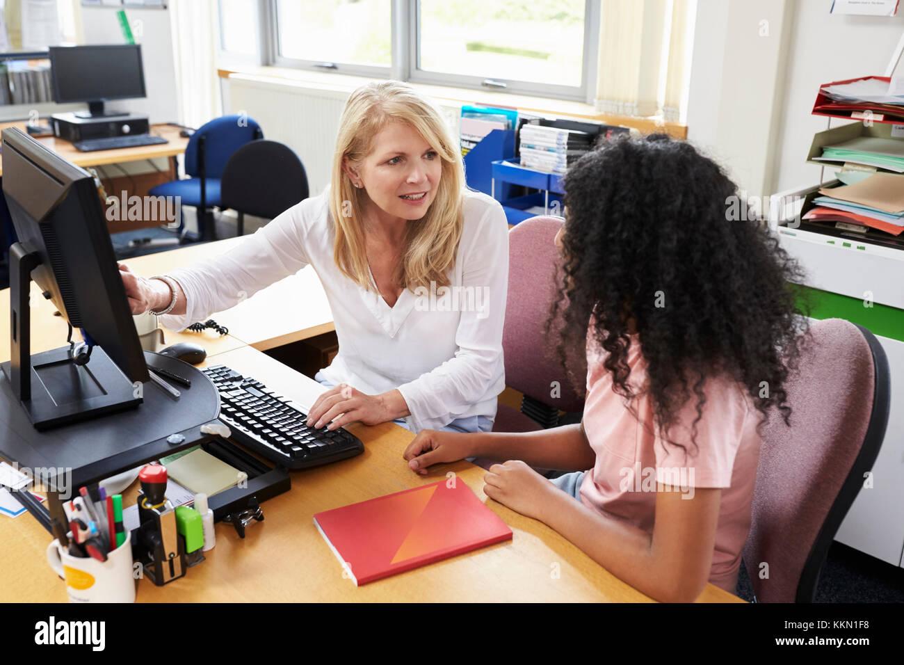 Carriere Advisor incontro collegio femminile Studente Immagini Stock