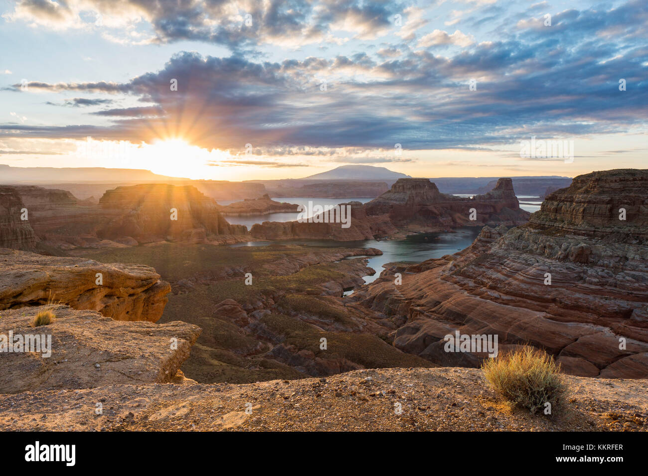 Sunrise al punto alstrom, Lake Powell, Glen Canyon National Recreation Area, pagina, tra Arizona e Utah, Stati Uniti Immagini Stock