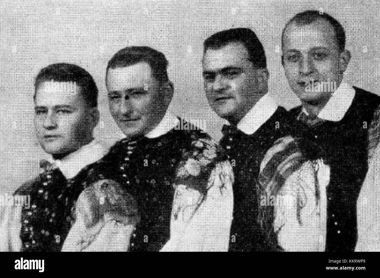 Kvartet fantje na vasi Immagini Stock