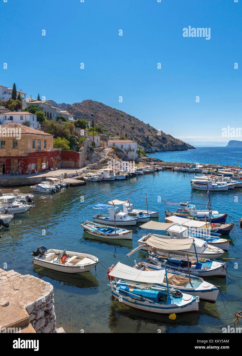 Piccolo porto di Kamini sulla costa nord, Hydra, Isole Saroniche, Grecia Immagini Stock