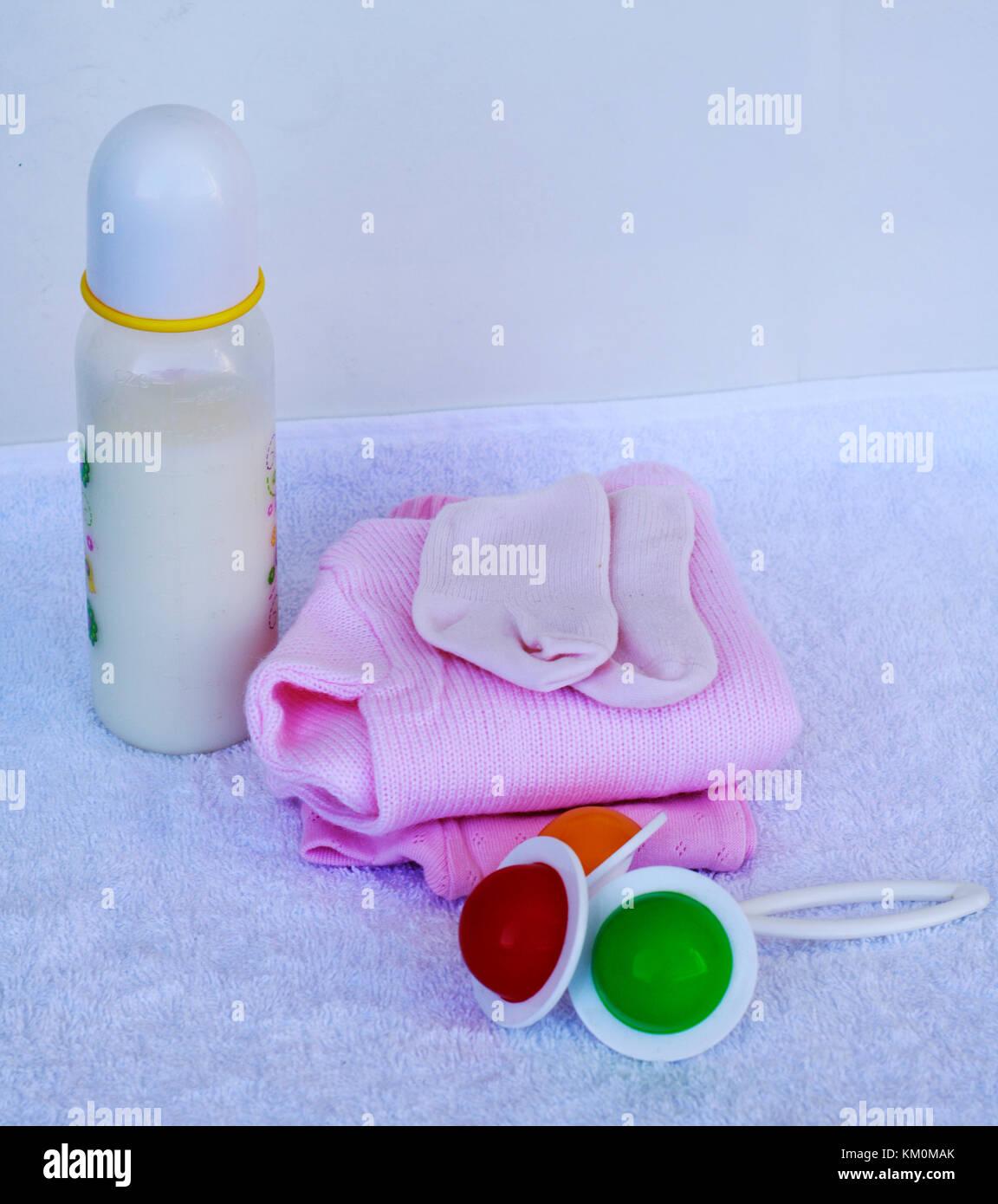 Set di moda abiti alla moda e articoli per bambini per la piccola bambina.  Latte per neonati d648cf9f6d8