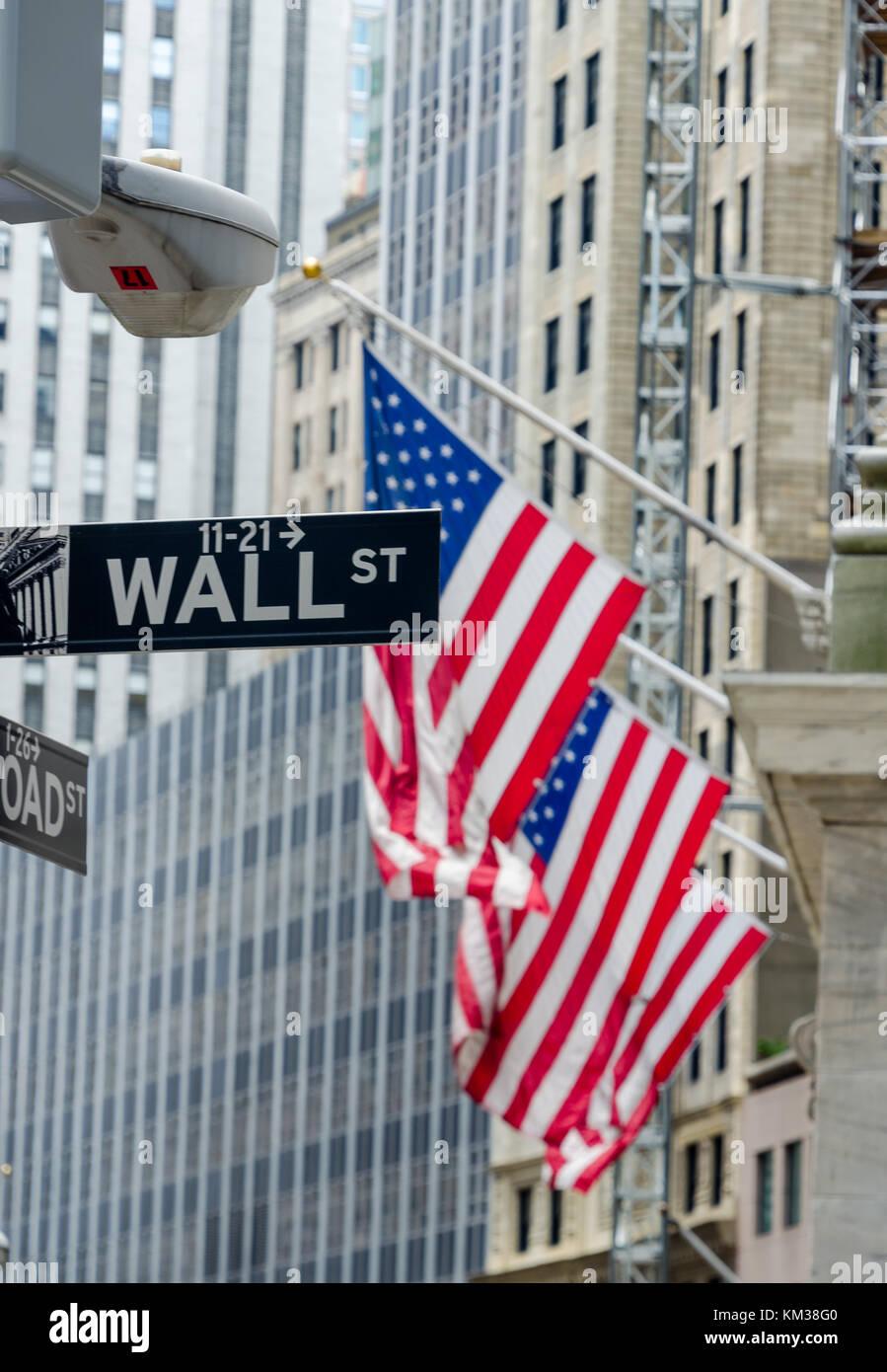 a55622706b Wall street segno di fronte gli Stati Uniti bandiera Foto & Immagine ...