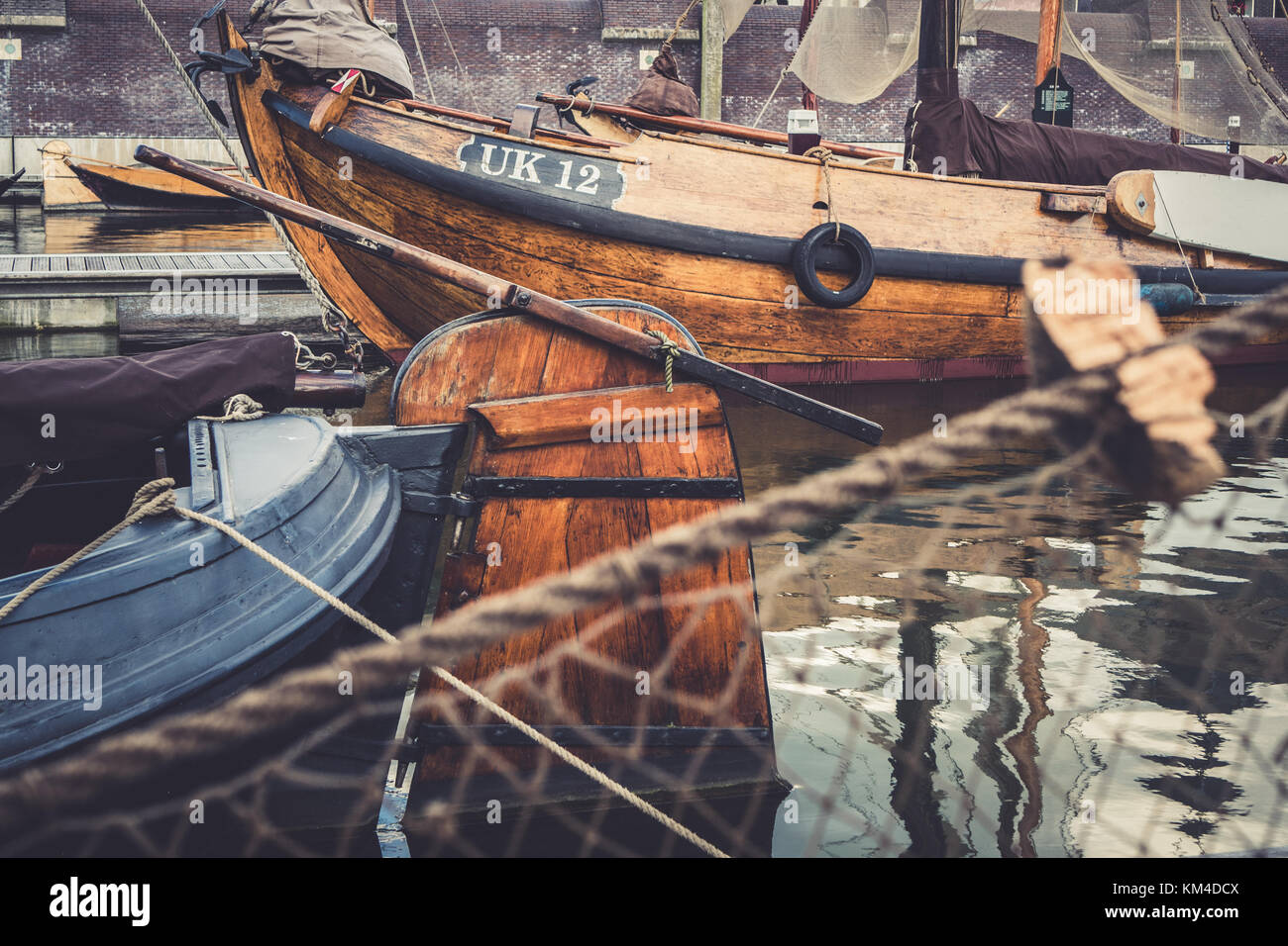 Vecchio fishingboats nel Buitenhaven a Kampen, Olanda, durante la International Hanseatic Days 2017. Immagini Stock