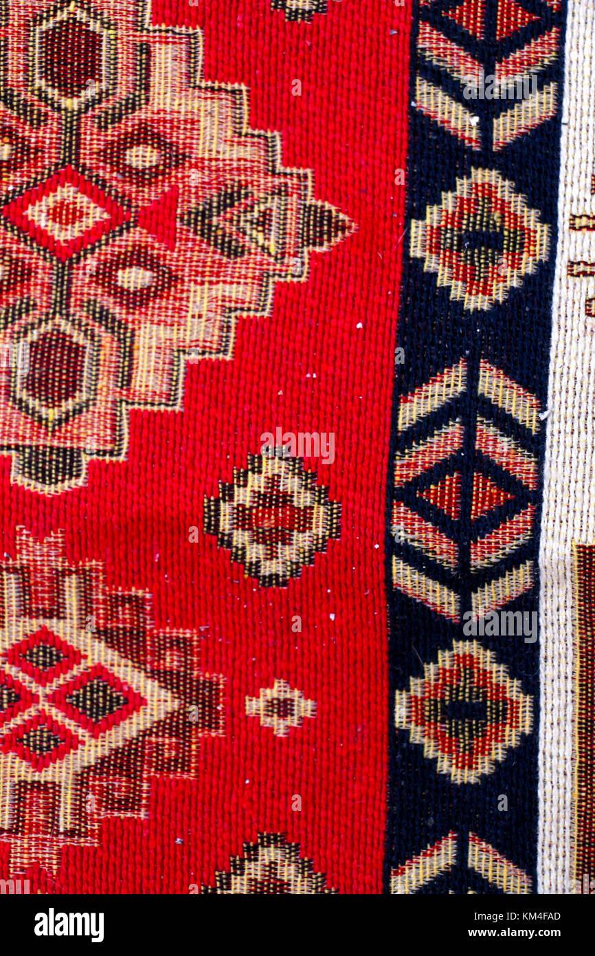Colorato forme geometriche di un tappeto, vista dall'alto Immagini Stock