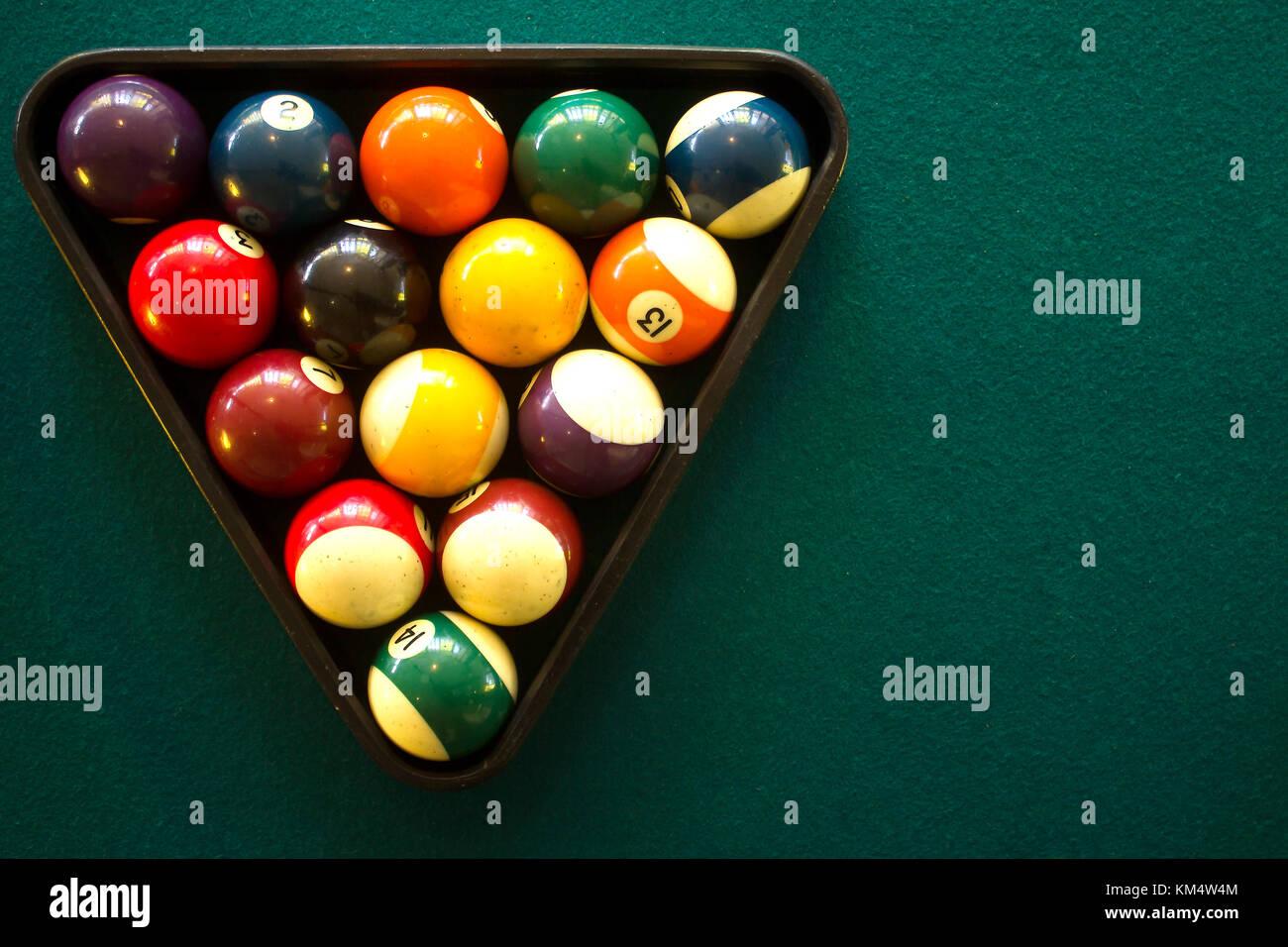 La foto in orizzontale di un tavolo da biliardo e palle da biliardo vista da sopra Immagini Stock