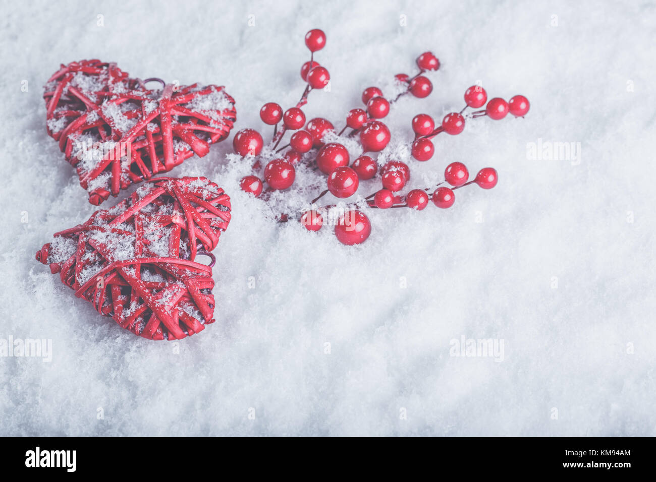 Foto Di Natale Neve Inverno 94.Due Belle Romantico Rosso Vintage Cuori Con Bacche Di Vischio Su Un