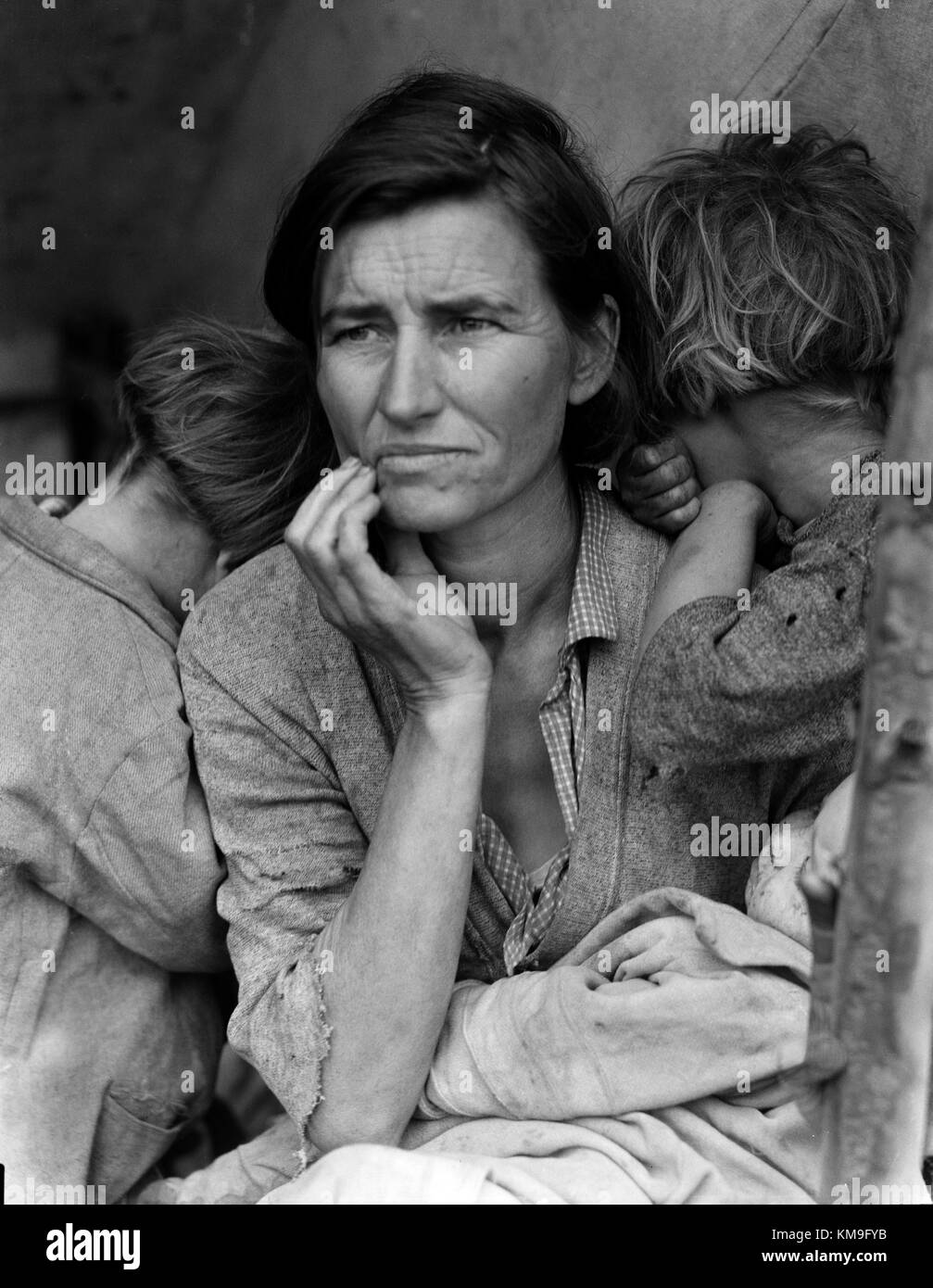 Dorothea Lange il famoso ritratto di madre migrante raffigurante una famiglia di bisognosi del segnale di PEA raccoglitori Immagini Stock