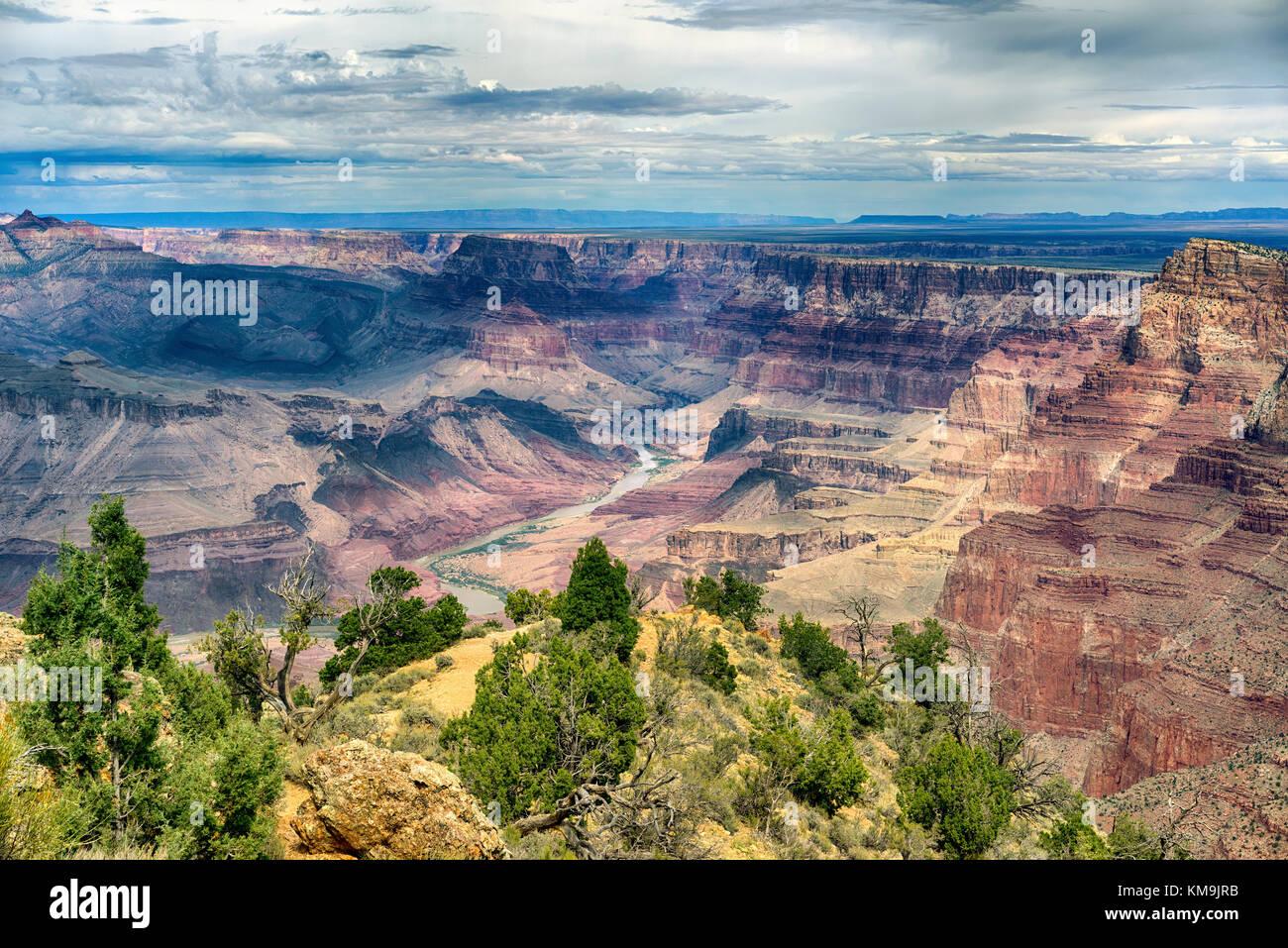 Parco nazionale del Grand Canyon arizona vista del paesaggio con fiume Colorado in distanza. fasce stratificate Foto Stock