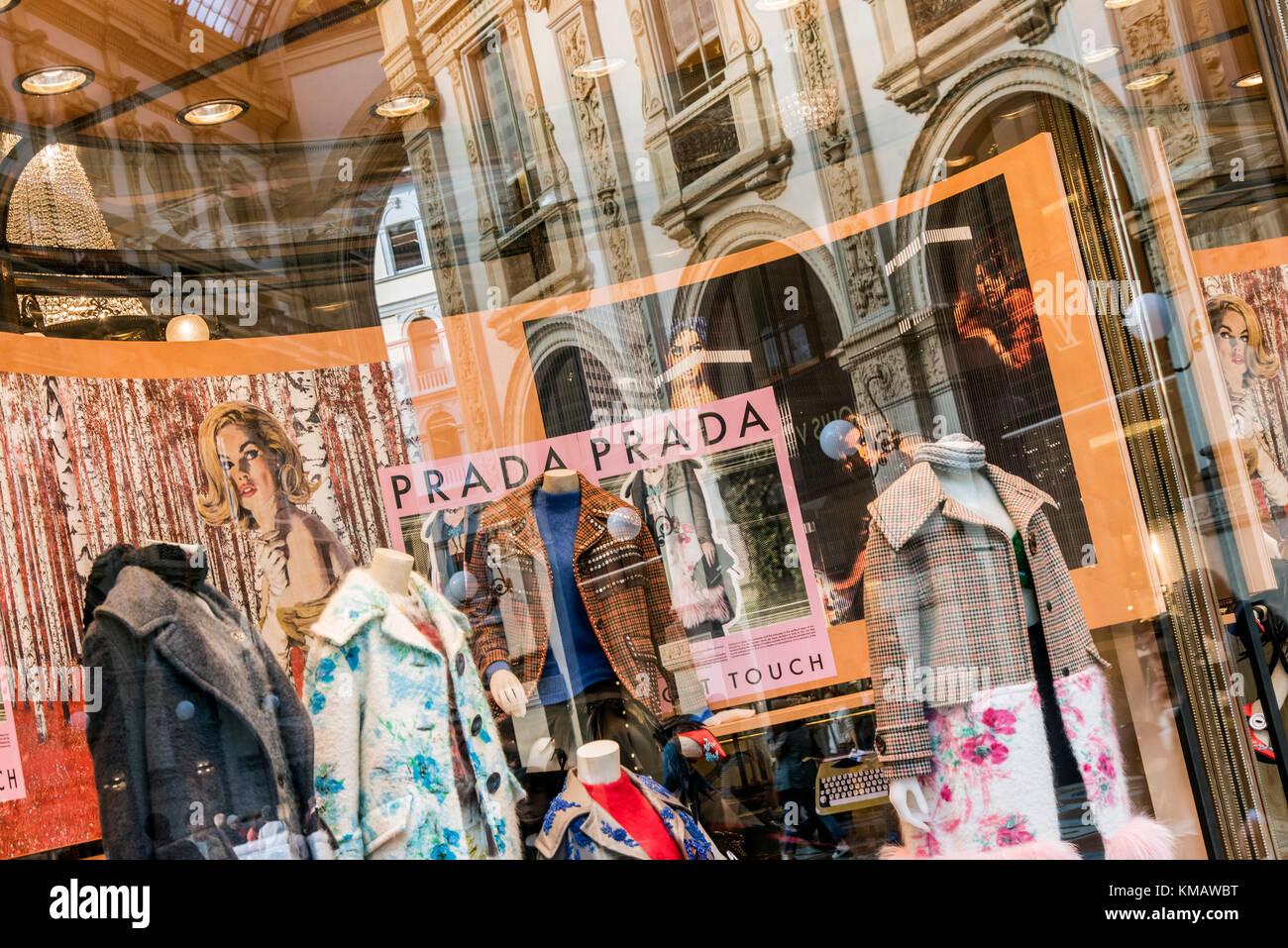 the latest e883f 0d9f4 Prada lusso negozio di moda in Galleria Vittorio Emanuele II ...