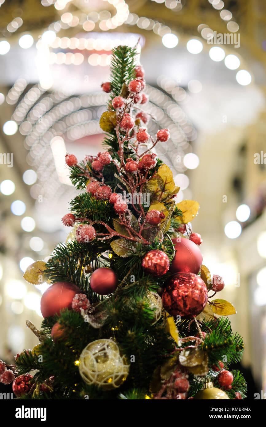 Albero Natale Decorato Rosso foto di albero di natale decorato con rosso e ornamenti d