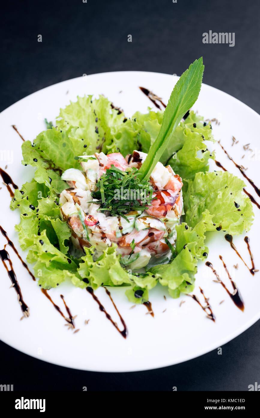Gourmet cucina di fusione di piatti a base di frutti di mare e apple ...