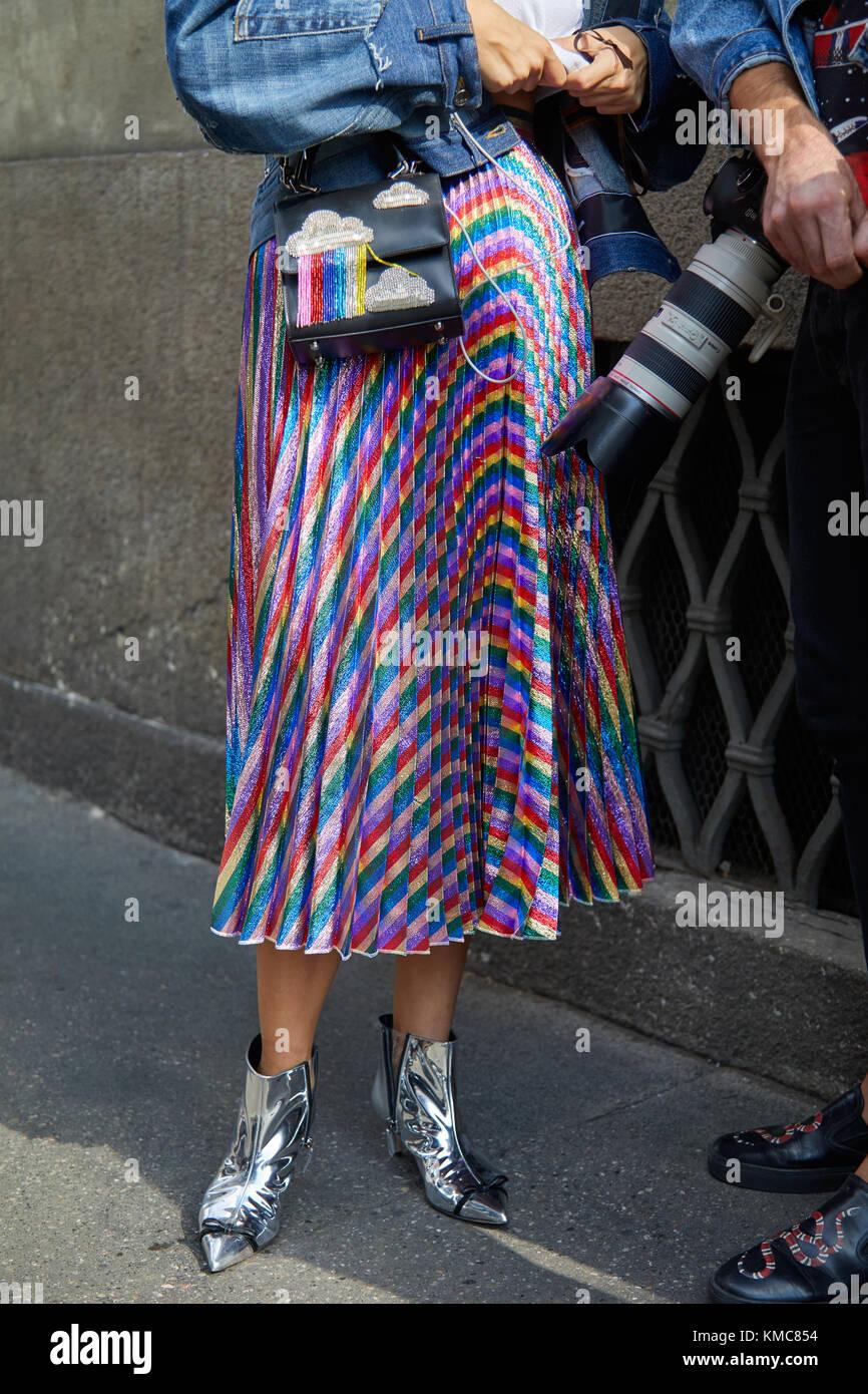 reputable site 55c3a eba6d Milano - 23 settembre: donna con lunghi, metallica colorata ...