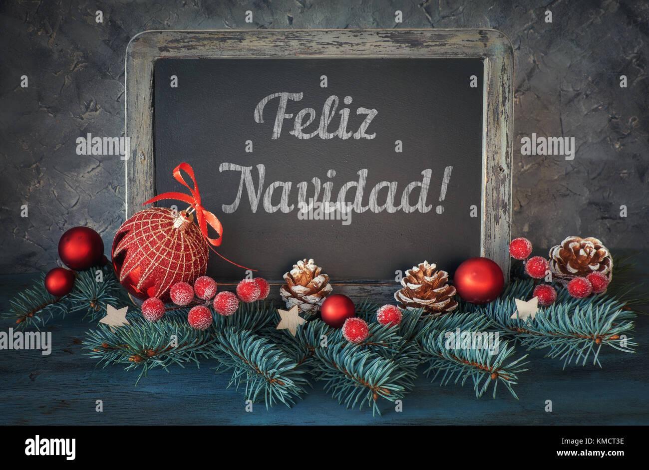 Buon Natale In Spagnolo.Lavagna Decorata Con Il Testo Feliz Navidad O Buon Natale In Spagnolo Su Darkbackground Foto Stock Alamy