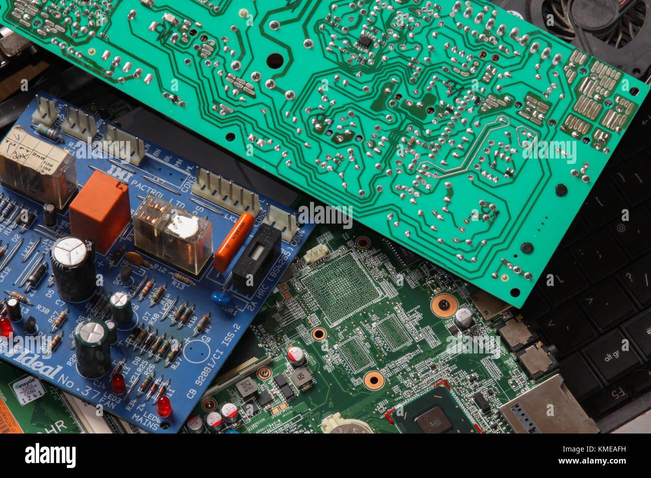 Rifiuti di schede a circuito stampato e computer. Regno Unito Immagini Stock