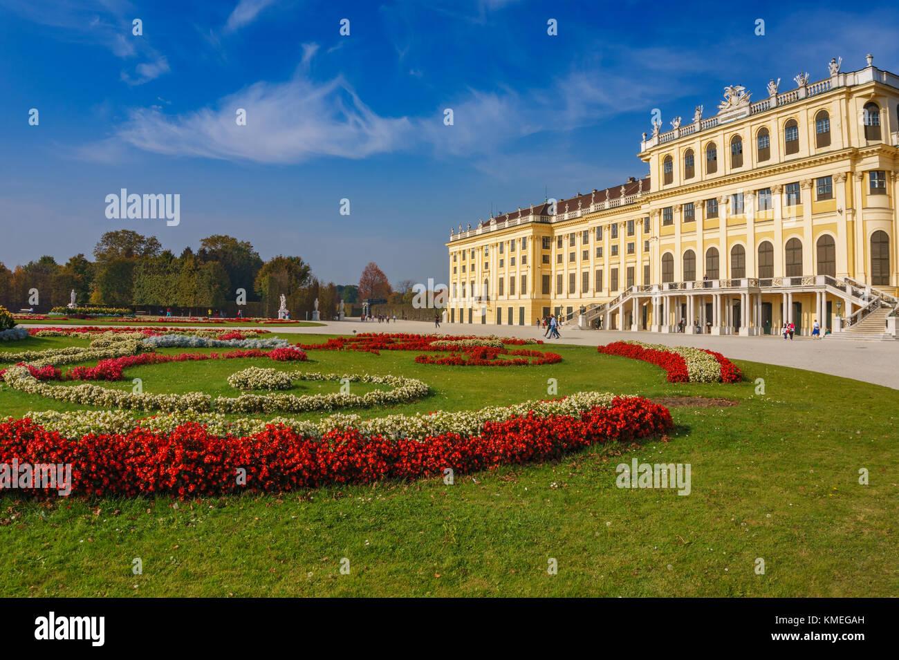 Circondato di area e giardini intorno al famoso Palazzo di Schonbrunn a Vienna in Austria, l'Europa. Immagini Stock