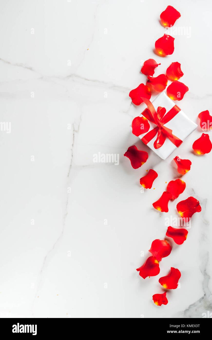 Il Giorno Di San Valentino Concetto Con Rosa Di Petali Di Fiori E