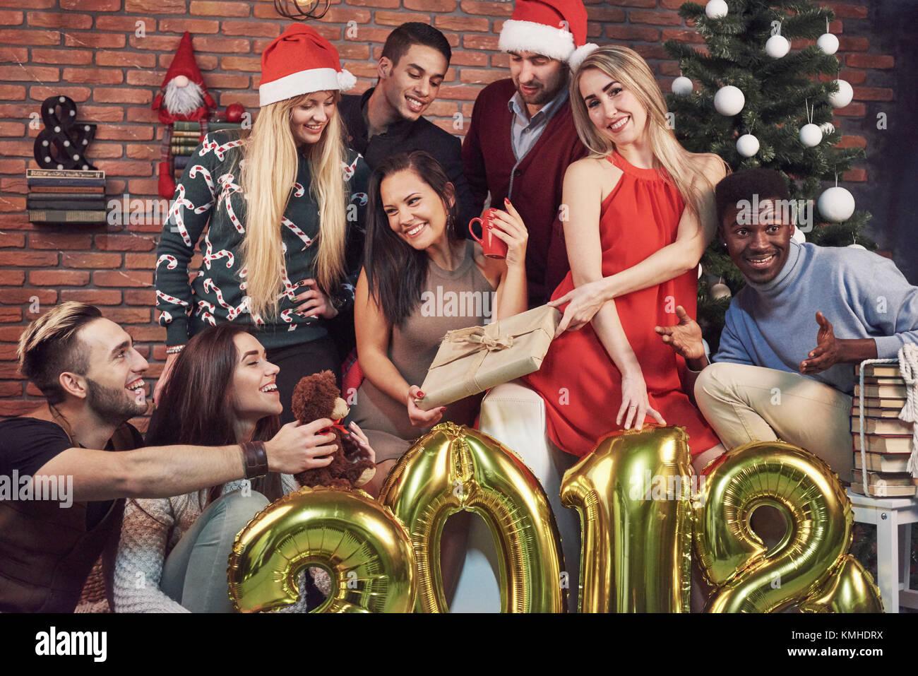 Albero Di Natale Con Foto Amici.Foto Con Gli Amici Il Gruppo Di Allegro Giovani Fare Una