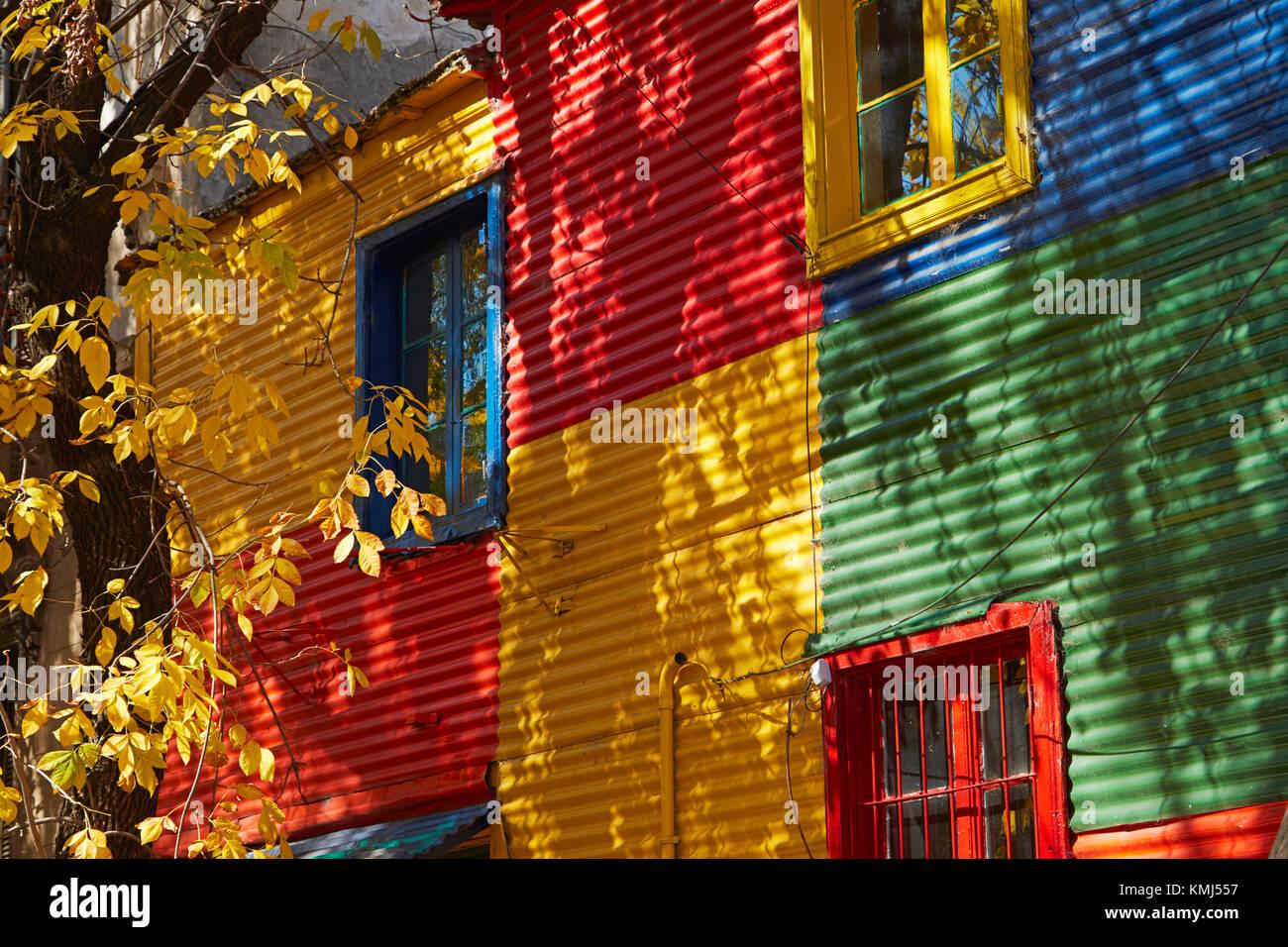 Colorate di ferro ondulato edifici, La Boca, Buenos Aires, Argentina, Sud America Immagini Stock
