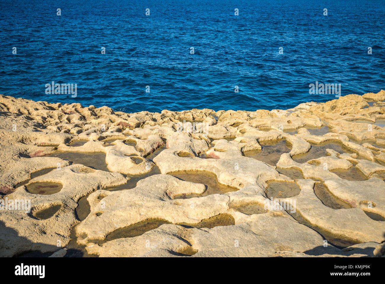 Sale stagni di evaporazione sulla isola di Gozo, Malta Immagini Stock